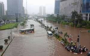Hà Nội 'không lối thoát' sau 10 giờ mưa lớn