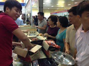 Chen chân đi mua hàng Thái Lan
