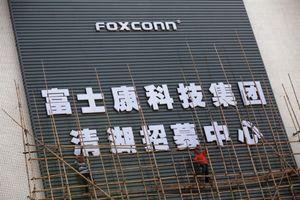 Foxconn thay thế 60.000 nhân công bằng robot