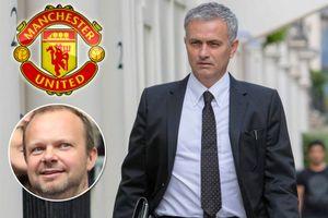 Chùm hình ảnh HLV Jose Mourinho tới M.U ký hợp đồng