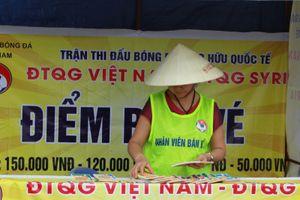 Ít người đến mua vé trận Việt Nam - Syria