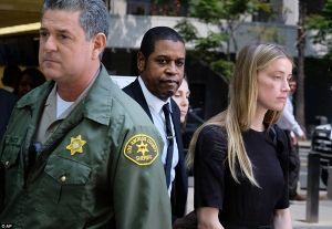 Lộ thêm bằng chứng Johnny Depp đánh vợ trẻ đến đổ máu