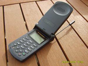 Những điện thoại cục gạch cổ lỗ sĩ vẫn hái ra tiền