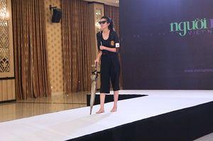 """Vietnam's Next Top Model: """"Cô gái thầy bói"""" khiến giám khảo cười như nắc nẻ"""