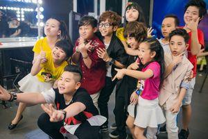 Thảo My động viên em trai Thiên Tùng tại The Voice Kids 2016