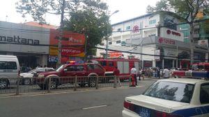 TPHCM: Cháy kho sơn trong Toyota An Thành, hàng chục ôtô phải di tản ra ngoài