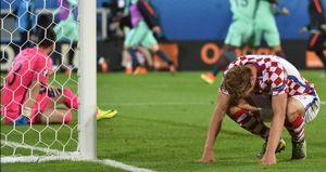 CHÙM ẢNH: Modric khóc nghẹn trong ngày Croatia thua cay đắng trước Bồ Đào Nha