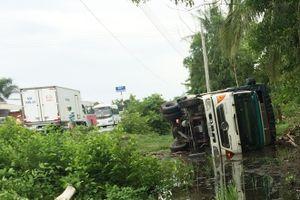 Hai xe tải đối đầu, một tài xế tử vong trong cabin