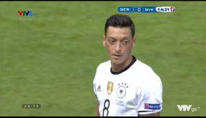 Pha đá hỏng penalty của Mesut Ozil