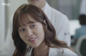 Chuyện tình bác sĩ tập 11: Park Shin Hye dè chừng cô bạn thân của người yêu