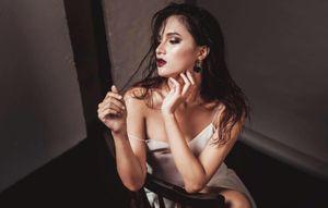 """Hương Giang idol khéo chọn đồ khoe thân hình sexy hơn cả """"gái xịn"""""""