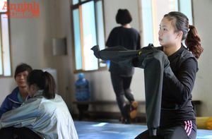Xem các nữ võ sỹ Việt... đá bóng để ép cân tới Olympic 2016