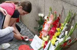 Dân Đức thắp nến tưởng nhớ nạn nhân xả súng ở Munich
