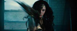Xem trailer đầu tiên về Wonder Woman và tìm hiểu thân thế của cô
