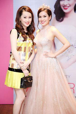 Á hậu Thái Như Ngọc đẹp kiêu sa đến chúc mừng Hoa hậu Diễm Trần