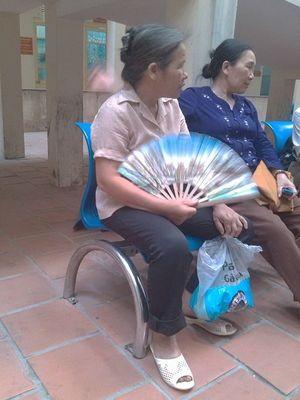 Bệnh nhân phải đóng trước 220 nghìn mới được đi vệ sinh ở bệnh viện