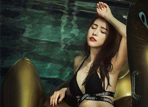 Diện bikini nóng bỏng, 'cá sấu chúa' Quỳnh Nga 'đốt cháy' cả hồ bơi