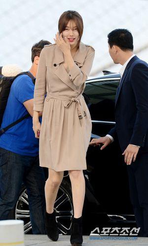 Không ngờ bạn gái Lee Min Ho lại mặc trang phục như thế này ra sân bay