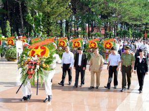 Dâng hương nghĩa trang Liệt sỹ tỉnh Đắk Lắk nhân kỷ niệm 69 năm ngày Thương binh Liệt sỹ