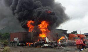Hải Phòng: Cháy lớn tại cảng Vật Cách, 3 xe container bị thiêu rụi