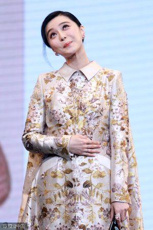 Phạm Băng Băng 'ngượng chín mặt' vì chiếc váy 'phản chủ' ngay tại sự kiện
