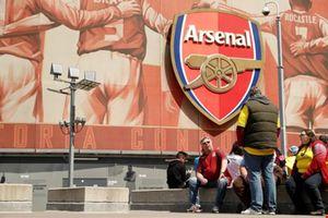"""CEO của Arsenal: Chúng tôi lấy đâu ra nhiều tiền mà mua cầu thủ """"khủng""""!"""