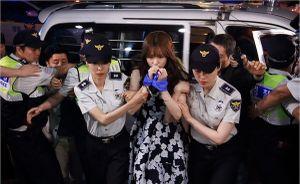 Đừng sốc, bởi Lee Jong Suk đã bước từ truyện tranh ra thế giới thực như thế này!