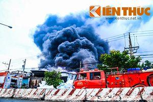 Cháy cực lớn ở Bình Dương, nhiều xe cứu hỏa được điều động