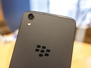 Ảnh thực tế smartphone Trung Quốc gắn mác BlackBerry