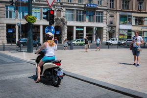 [Hỏi Tinh tế] Chia sẻ về xe scooter ở Châu Âu?