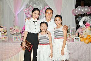 Quyền Linh bất ngờ được em trai tổ chức sinh nhật
