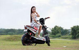 Trải nghiệm xe máy điện chống nước ở Hà Nội