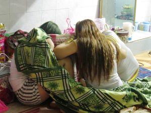 Bắt tại trận nhiều tiếp viên massage đang kích dục cho khách