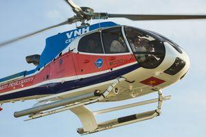 Siêu mẫu Hà Anh ngồi trực thăng tới lễ thành hôn