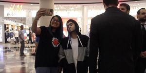 Cô gái giả sao One Direction, dẫn vệ sĩ gây náo loạn