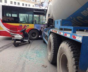 Đổ xe máy giữa đường, 1 người tử nạn