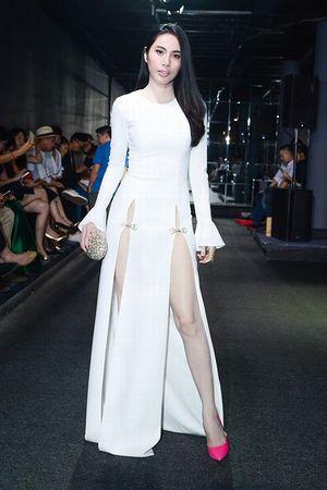 Muôn kiểu váy xẻ cao gây nhức mắt của mỹ nhân Việt