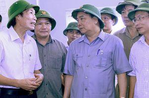 Thủ tướng kiểm tra việc khắc phục hậu quả bão số 1 tại Nam Định