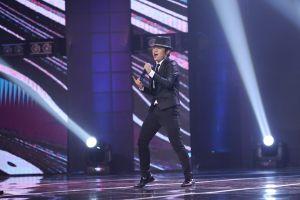 Thần đồng 'Bé Châu' tái xuất bằng vũ điệu Michael Jackson