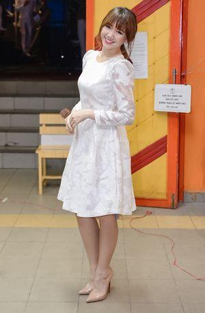 Hari Won diện váy ôm sát sau tin đồn có bầu với Trấn Thành