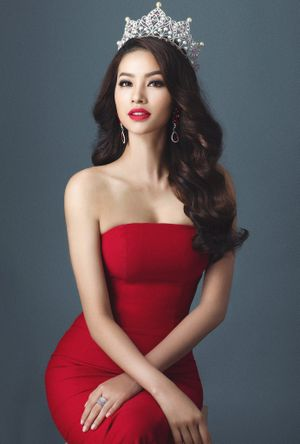 Tạp chí Mỹ bình chọn Phạm Hương là 1 trong 50 người đẹp nhất thế giới