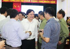 Bộ trưởng Phùng Xuân Nhạ chúc mừng cán bộ Văn phòng Bộ GD&ĐT