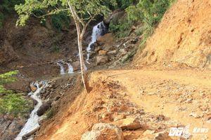 Chủ tịch tỉnh Lào Cai cuốc bộ vào hiện trường sập hầm vàng thảm khốc