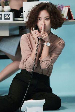 Dàn diễn viên 'Cô nàng xinh đẹp' ấn tượng trên tạp chí