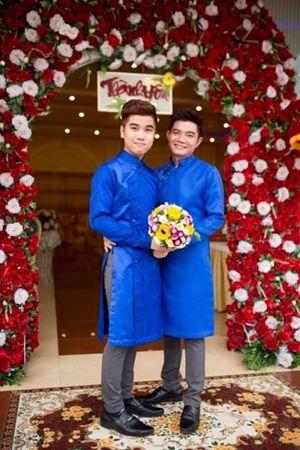 Đám cưới của cặp đôi đồng tính lệch 21 tuổi ở Đồng Nai