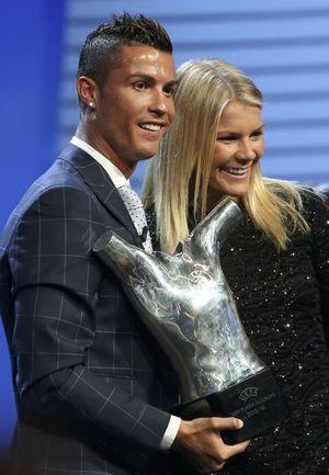 """Cristiano Ronaldo: """"Vua"""" mới của bóng đá châu Âu"""