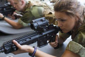Nữ binh sĩ thiết giáp Na Uy