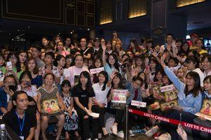Ngô Thanh Vân bớt run khi rất đông khán giả đến rạp xem 'Tấm Cám'