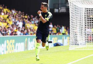 Watford 1-3 Arsenal: Oezil, Sanchez cùng thăng hoa