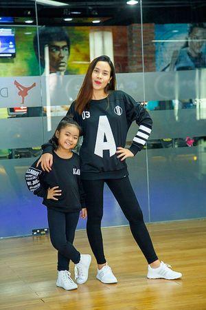 Lưu Hương Giang eo thon, nhảy sung ngỡ ngàng sau 3 tháng sinh con
